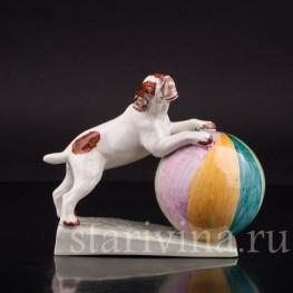 Фаянсовая фигурка Собака с мячиком, von Marcell GOLDSCHEIDER With Myott Son & Co, Англия, 1940-60 гг.